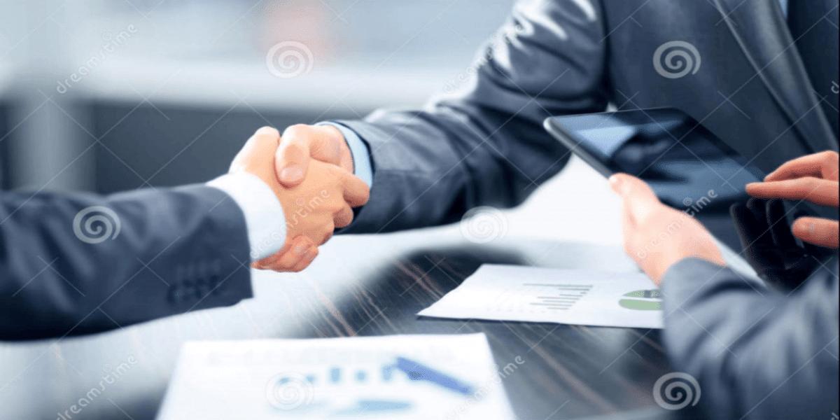 Como criar um negócio de valor na internet - As mãos fechando parcerias