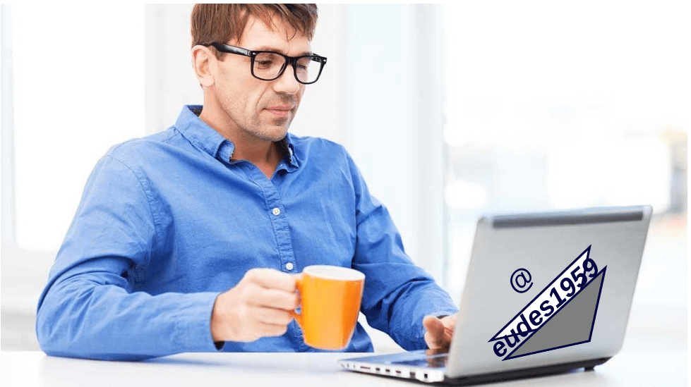 Como ganhar dinheiro trabalhando pela internet - Senhor trabalhando no computador