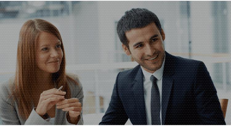 Marketing online para principiantes - Pessoas em reunião